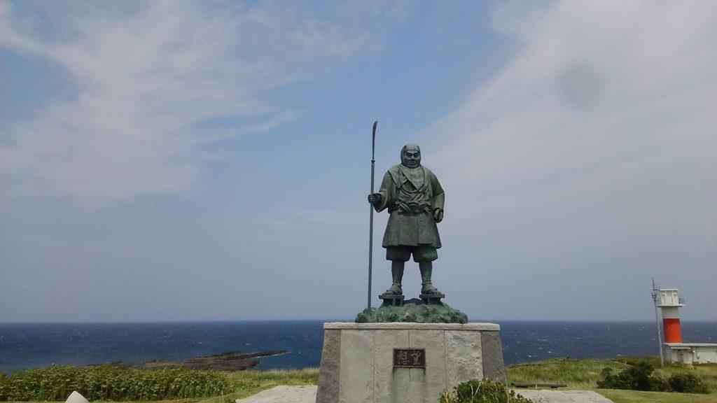 小西正尚が寿都町弁慶岬に佇む弁慶像を撮影