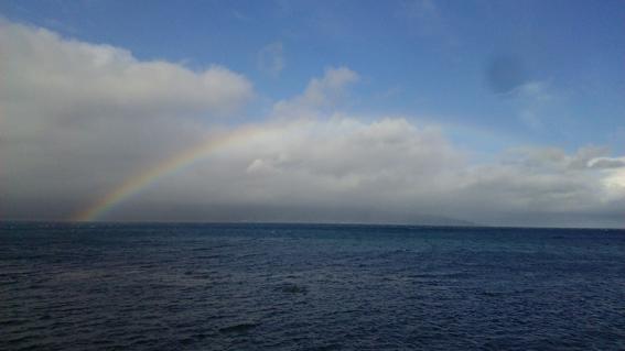 小西正尚撮影、寿都湾にかかる美しい虹